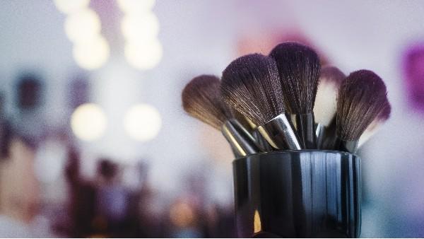 如何定制您品牌的化妆刷包装?